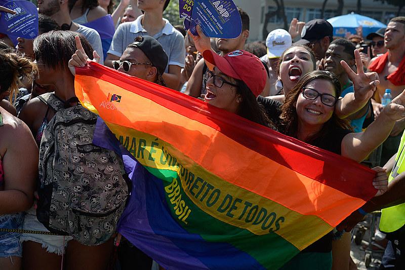 21ª Parada do Orgulho LGBT na praia de Copacabana, no Rio de Janeiro