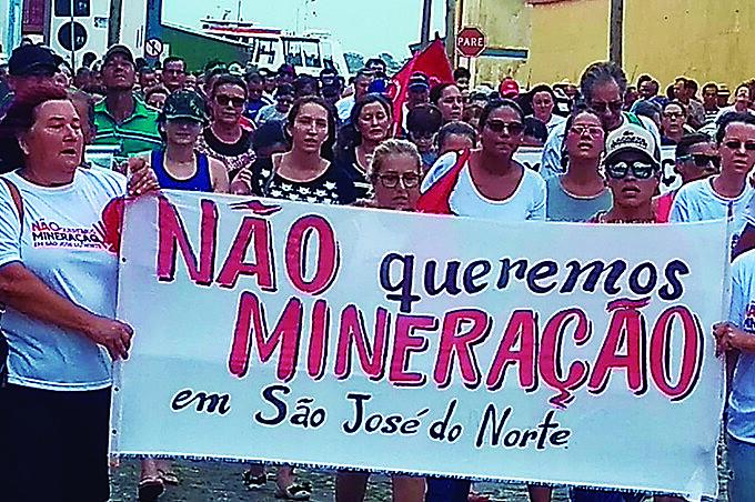 Moradores de São José do Norte se mobilizam contra mineradoras