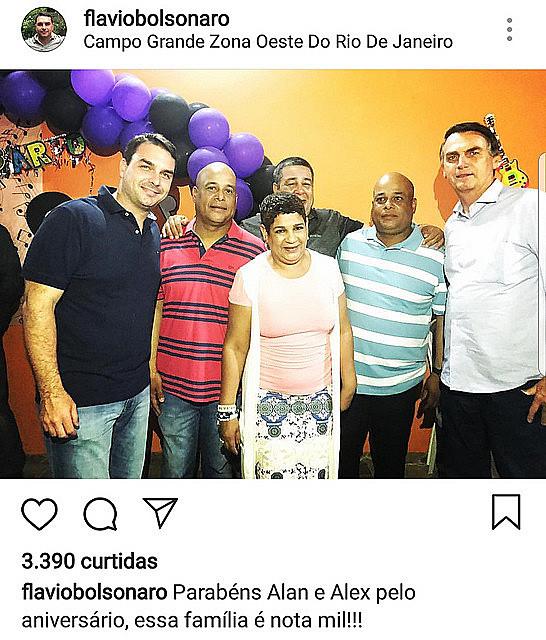 Jair Bolsonaro, presidente de Brasil, y su hijo mayor Flávio Bolsonaro presentes en la fiesta de cumpleaños de dos paramilitares en Rio