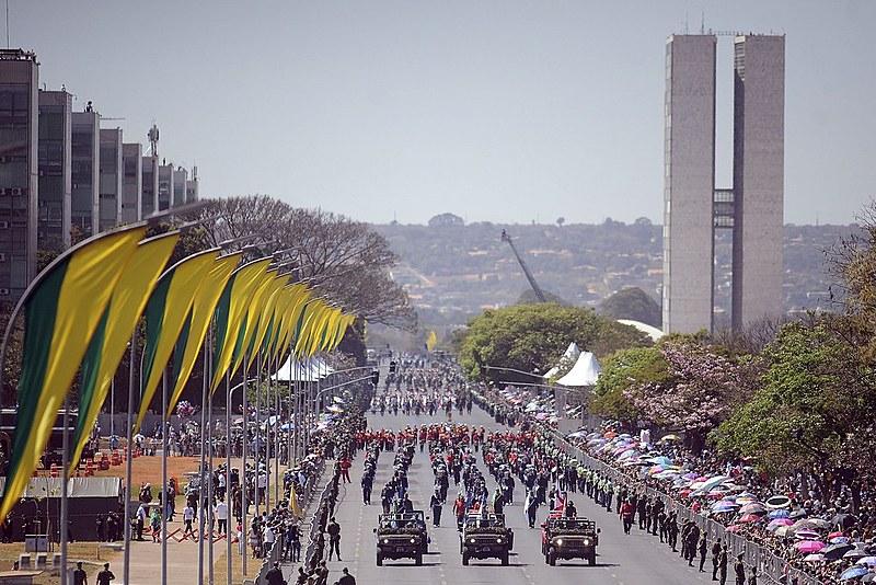 Desfile cívico e militar de 7 de setembro na Esplanada dos Ministérios