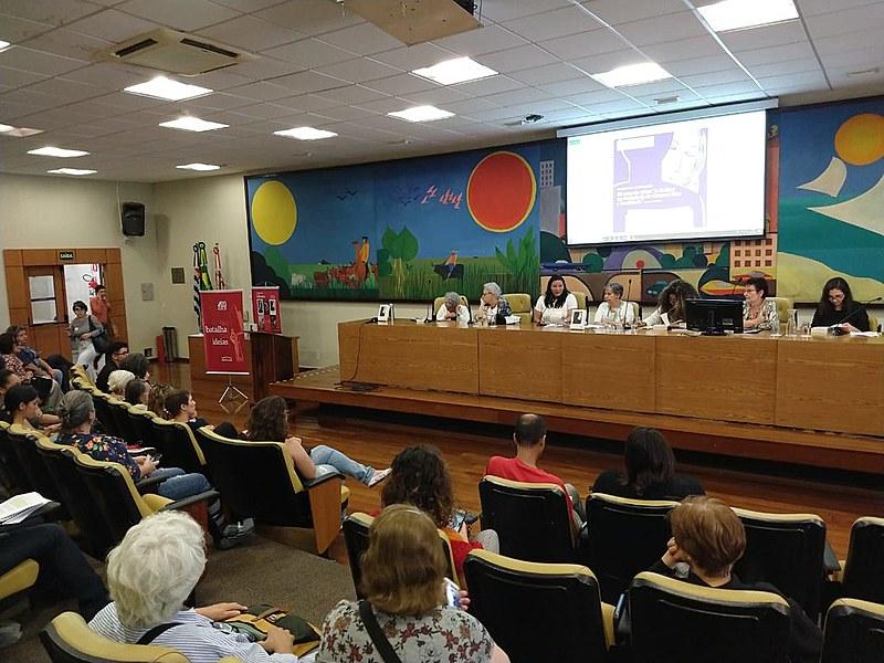 Participaram do seminário Amelinha Teles, Eleonora Menicucci, Juliana Cardoso, Vera Vieira, Tainã Góis e Renata Gonçalves