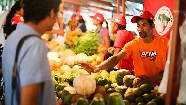 Farmers are expected to more than 230 tons of food at modest prices over the next four days