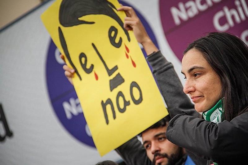 Manifestantes comparam Bolsonaro com Hitler em atos realizados no último dia 29