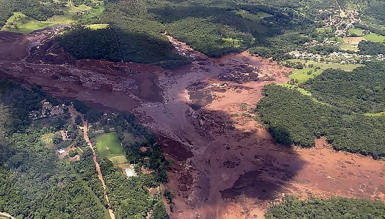 O rompimento da barragemem Brumadinho ocorre pouco mais de três anos do crime ambiental em Mariana