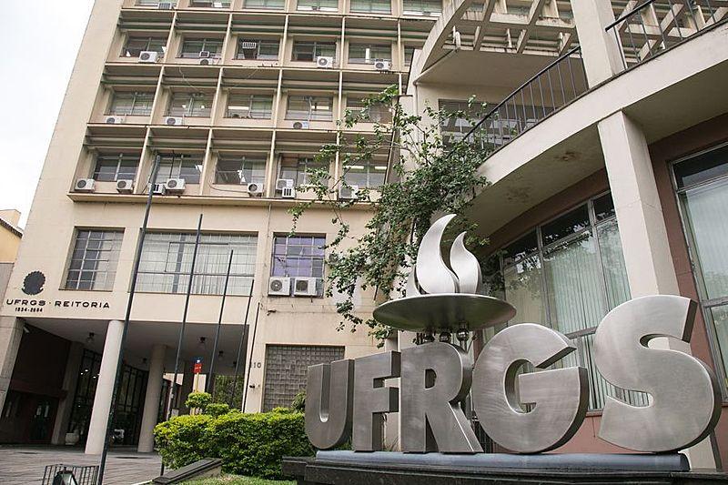 A Universidade Federal do Rio Grande do Sul terá 26 bolsas de mestrado e doutorado congeladas.