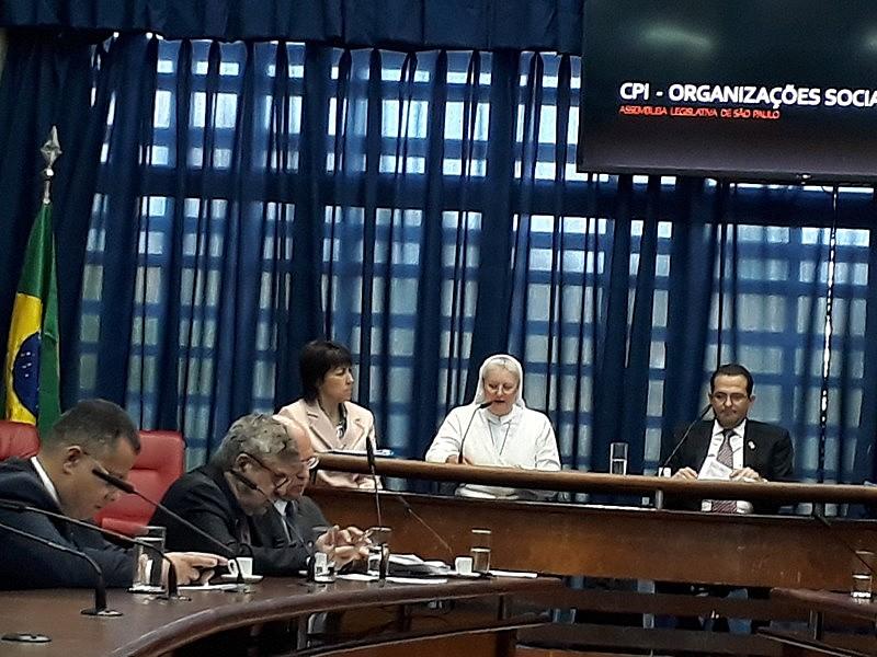A irmã Marcelina Rosane Ghedin, presidente da OSS, é a primeira a admitir remuneração à CPI da Assembleia Legislativa