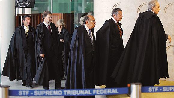 """""""Este STF deve muito à Constituição e à sociedade brasileira por ter sido fraco ante o golpe de 2016 e de seus desdobramentos até aqui"""""""