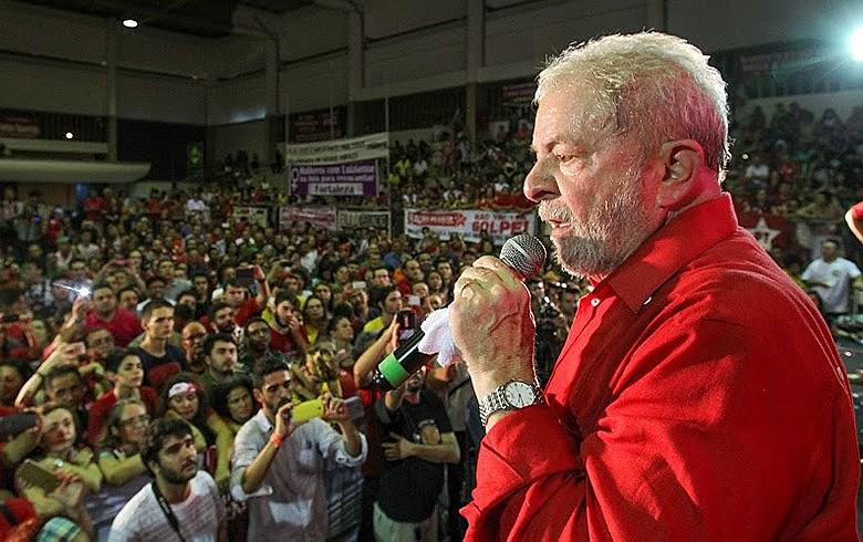 O ex-presidente Luiz Inácio Lula da Silva discursou para um público com presença significativa de jovens