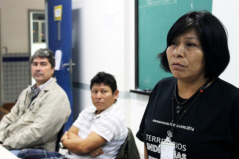 """Clara Kaiowá: """"Não estamos morrendo somente por armas de fogo, mas também por força da caneta"""""""