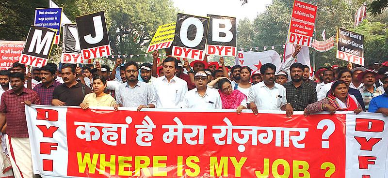 Jovens indianos marcham para exigir ações do governo para criação de empregos