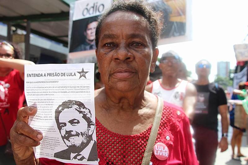 Cerca de 3 mil pessoas saíram da Praça do Derby em direção à Av. Conde da Boa Vista, no centro da cidade.
