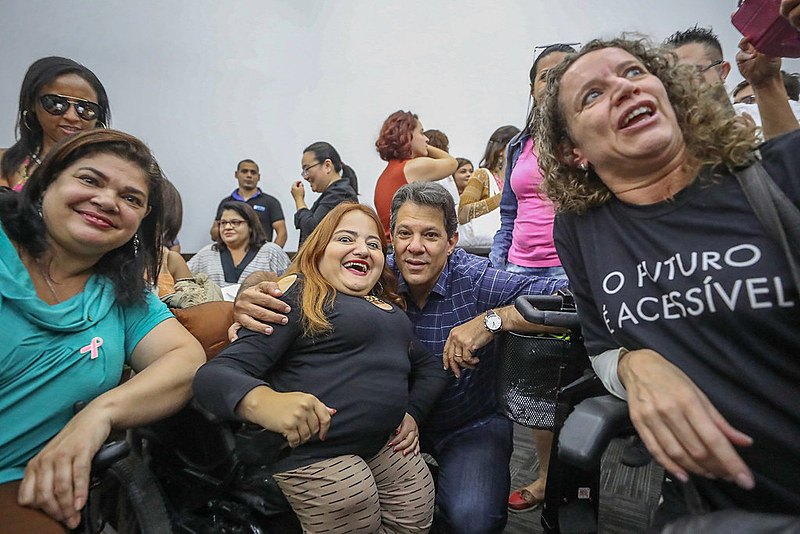 """Haddad em São Paulo, encontra e assume compromisso com pessoas com deficiência. """"Nosso desafio é amar o diferente"""""""