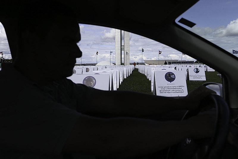 Motoristas do Uber protestam contra a votação do PL 5587/16, que trata da regulamentação dos serviços de transporte individual privado