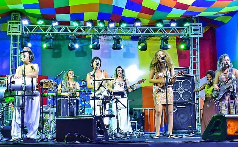 Mulheres do Samba de Moça Só apresentando suas músicas autorais que pedem direitos através das letras