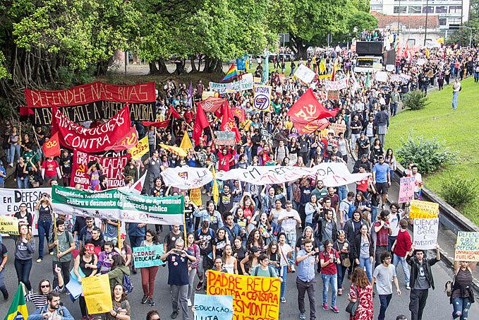 Greve Nacional da Educação foi feita por milhares de estudantes, professores e diversos setores da sociedade