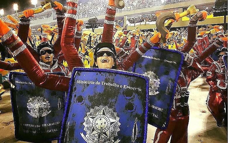 Reforma trabalhista foi uma das mazelas denunciadas no enredo da escola Paraíso da Tuiuti que fez sucesso no Carnaval