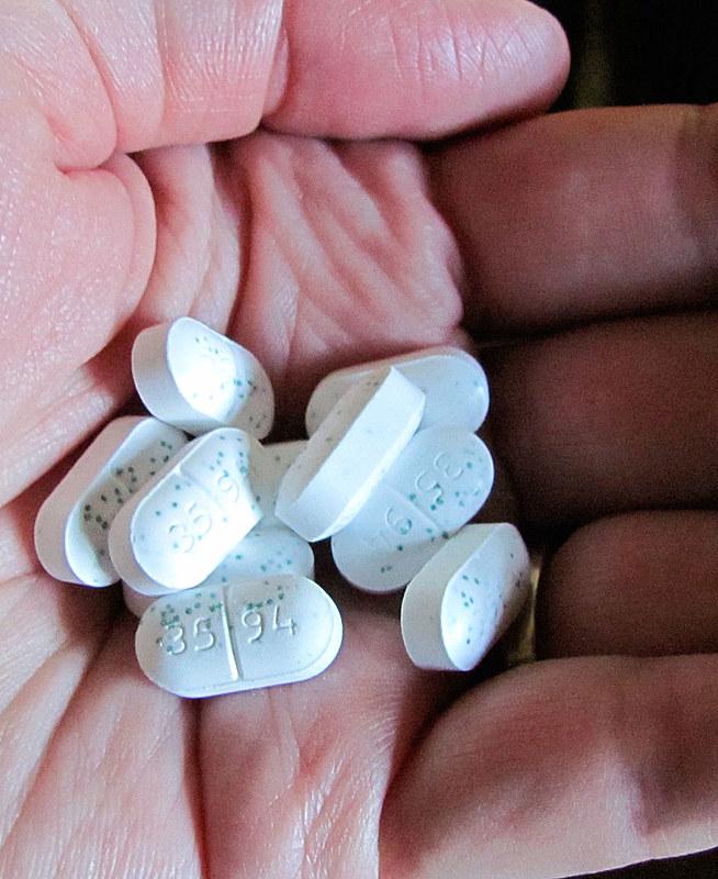 """Alguns potes com 180 comprimidos """"detox"""" podem chegar a custar quase R$ 400"""