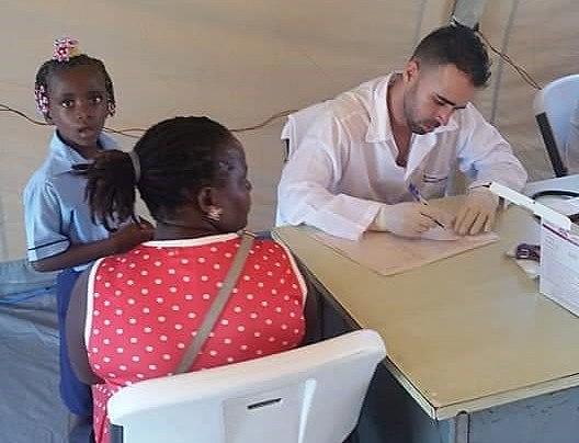 Médico cubano faz atendimento em Moçambique