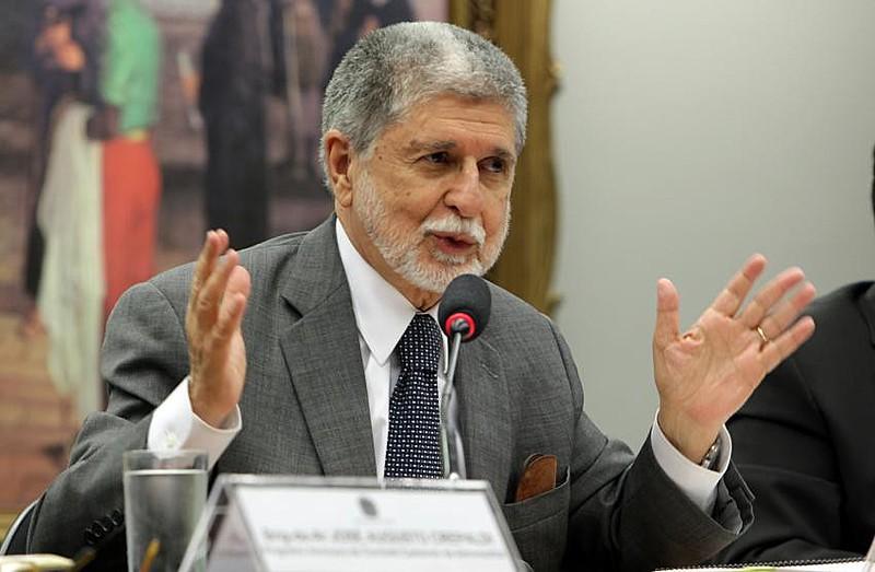 """""""O Brasil está sendo tocado como se fosse uma empresa"""", critica o ex-ministro"""