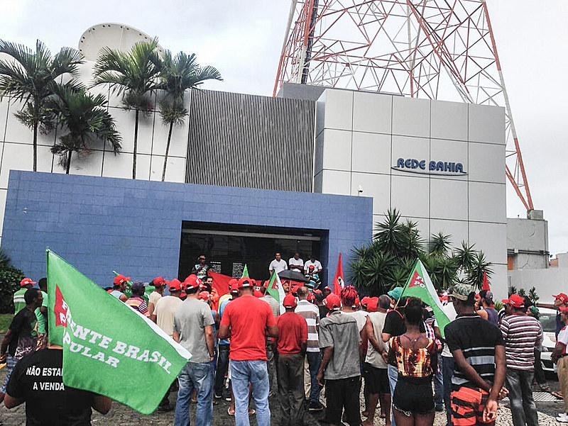 A rede Globo contribui para que a vida do povo brasileiro seja precarizada, avalia Elder Reis, do LPJ