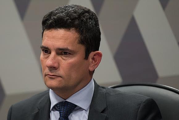 """Na carta, os parlamentares afirmam que """"Moro nem sequer fingiu imparcialidade"""" nas denúncias contra Lula"""