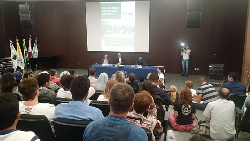 Tema foi debatido na terça (24) no auditório do Museu de Ciências Naturais, em Belo Horizonte