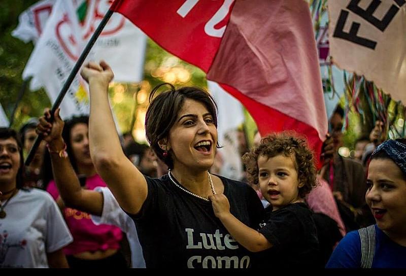 Apesar de eleição de Bolsonaro, Manuela D'Ávila chama militantes para a resistência