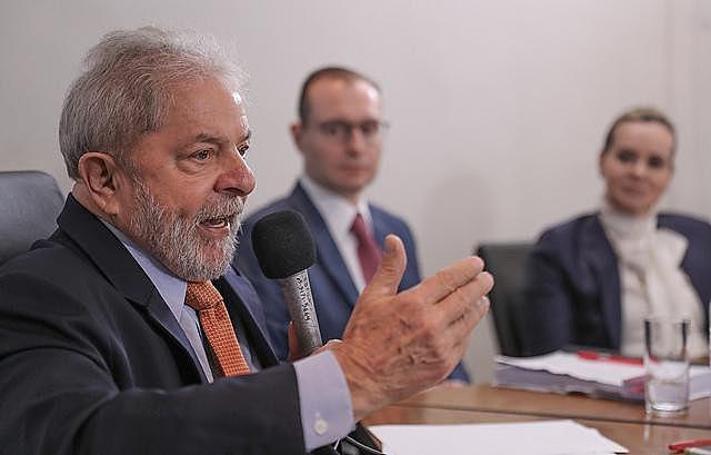 Ex-presidente Lula passou mais de um ano proibido de falar à imprensa