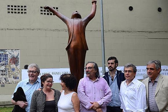 """La escultura """"Vlado Vitorioso"""", de Elifas Andreato,fue inaugurada en octubre de 2016, en el marco de los 41 años de la muerte del periodista"""