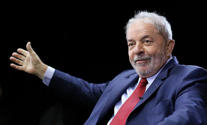 Enquanto Lula não pode concorrer, centenas de candidatos impugnados estão autorizados a fazer campanha