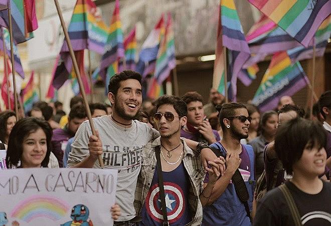 Dezenas de pessoas, a maioria jovens, marcharam em Assunção por mais direitos