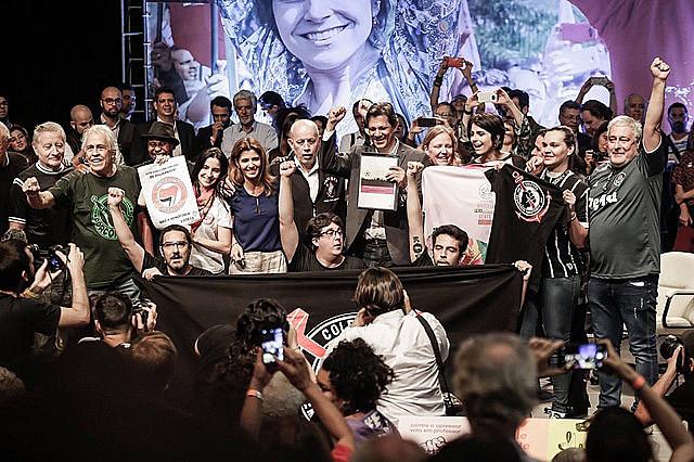 Entre las hinchadas que firman el manifiesto están la de Vasco da Gama, equipo de Bolsonaro
