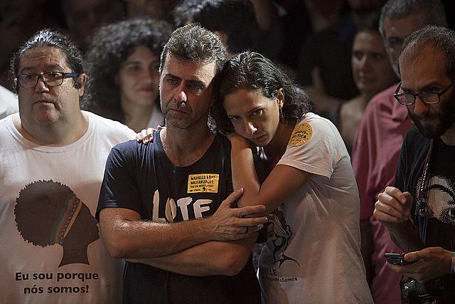 O deputado estadual Marcelo Freixo, que comandou a CPI das Milícias, junto a companheira de Marielle Franco, Mônica Tereza