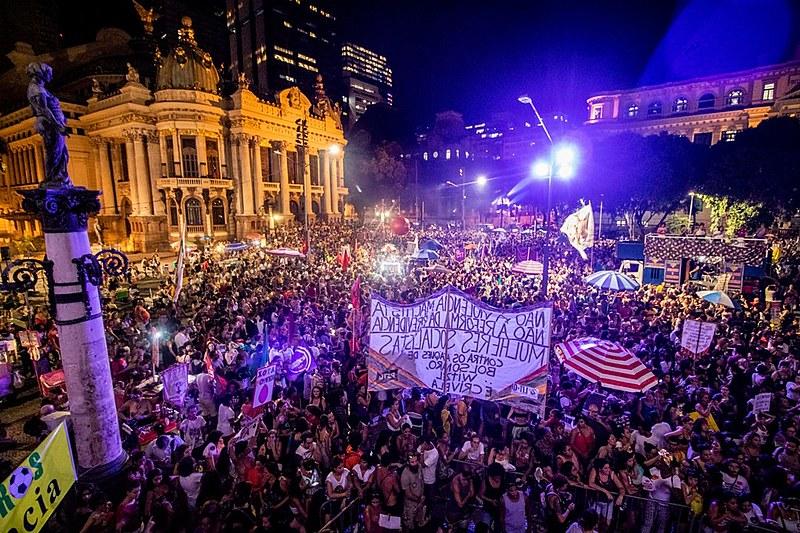 Segundo organização,  cerca de 50 mil mulheres estiveram no ato do Rio de Janeiro