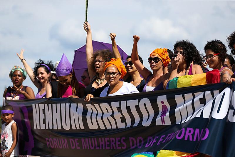 Movimentos de mulheres do Distrito Federal realizam ato unificado pelo Dia Internacional da Mulher, em março deste ano