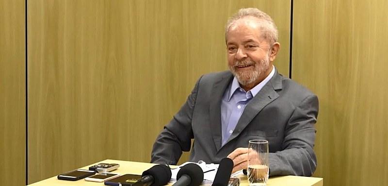 Ex-presidente Lula durante entrevista na PF em Curitiba (PR). Petista foi declarado preso político por entidade.