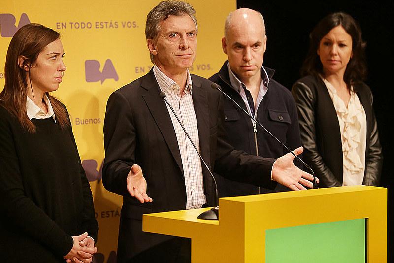 O presidente Mauricio Macri (centro) admitiu que a pobreza no país vai aumentar com corte de gastos públicos