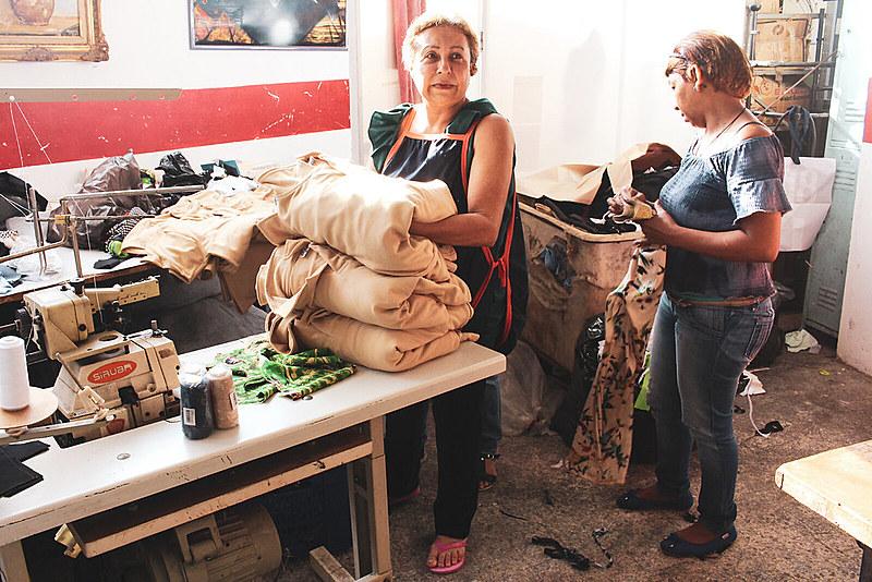 No Núcleo Endógeno são produzidos uniformes das escolas públicas de Caracas (Foto: Michele de Mello)