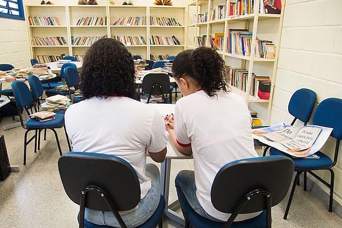 Meninas brasileiras estão apenas ês posições à frente do Haiti, mesmo tendo renda média considerada alta, enquanto a ilha é um dos lugares mais pobres do mundo