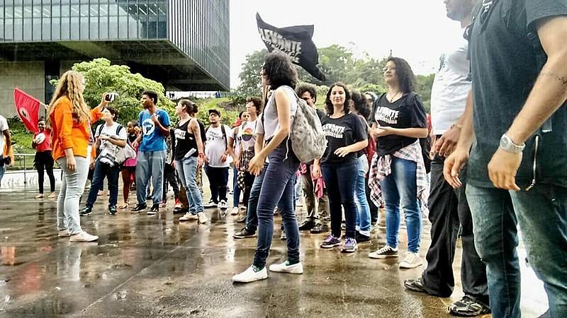 Os manifestantes realizaram uma conferência, que foi transmitida ao vivo na página do Facebook do Levante