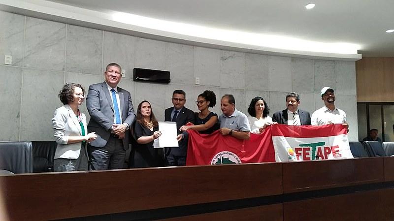 Deputados e movimentos populares prestam solidariedade ao MST na Assembleia Legislativa de Pernambuco