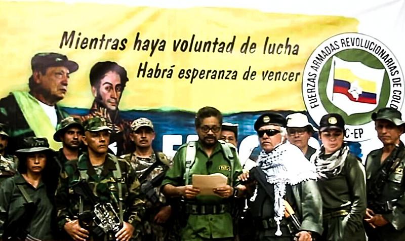 Comandante Iván Márquez (centro) anunciou retorno de parte do grupo à luta armada