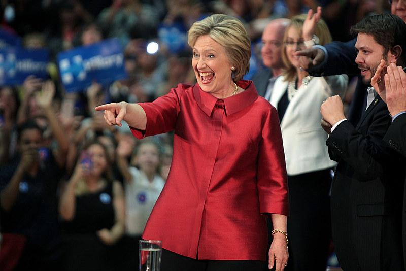 Eleitores democratas seguem divididos entre Hillary e Sanders; descontentamento com partido aumentou após divulgação de e-mails