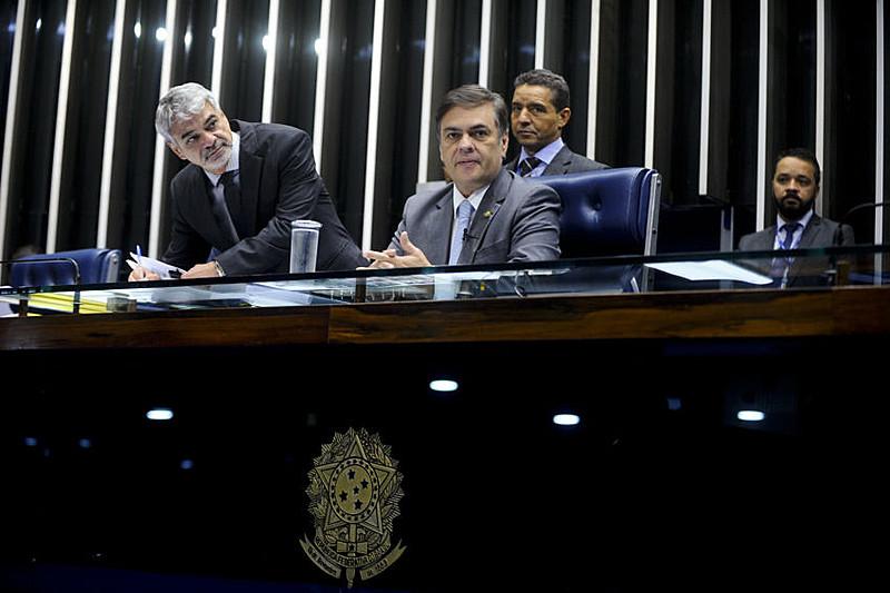 Senador Cássio Cunha Lima (PSDB-PB) conduz sessão no Plenário do Senado durante sessão deliberativa ordinária