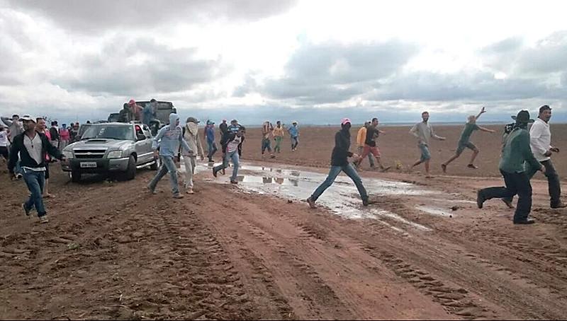 Luta pela defesa das águas de um rio por homens e mulheres simples é marco da região