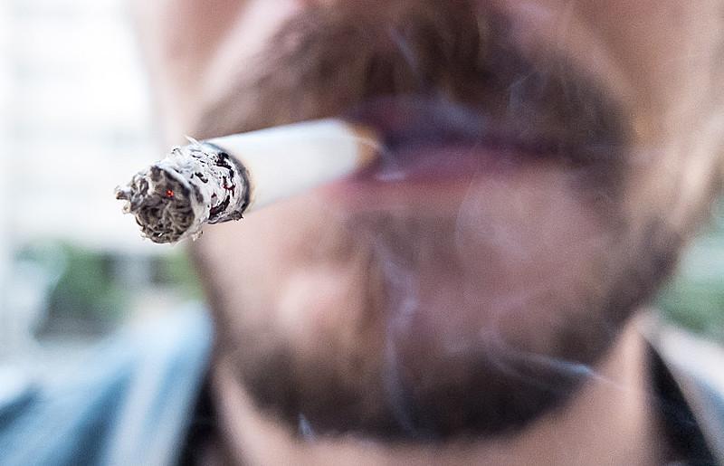 O prefeito de São Paulo, Bruno Covas, sancionou lei que proíbe fumar em parques e o descumprimento da lei pode acarretar em multa.