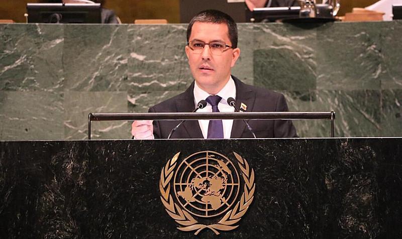 """Pelo Twitter, chanceler afirmou que sanções """"confirmam"""" que Venezuela está no """"caminho certo"""",  e chamou a medida de """"desespero"""" dos EUA"""