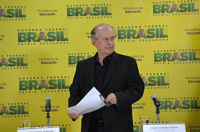 Renato Janine Ribeiro é professor de filosofia, cientista político, escritor e colunista brasileiro. Foi ministro da Educação em 2015