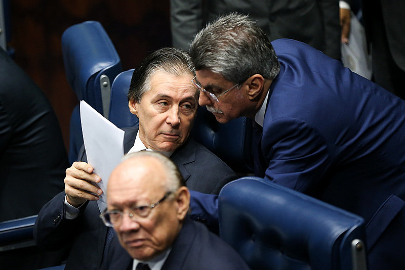 Presidente do Senado, Eunício Oliveira, e os senadores João Alberto Souza e Romero Jucá durante sessão plenária na última quinta (6)