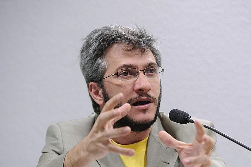 Pagotto avalia que a imagem de candidato nacionalista que Bolsonaro tenta transmitir não se sustenta